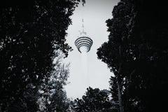 Взгляд башни KL от парка Куалаа-Лумпур Eco Стоковые Изображения