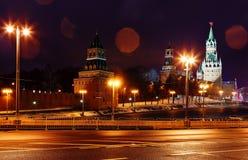 взгляд башни spasskaya России ночи kremlin moscow moscow Россия Стоковое Фото