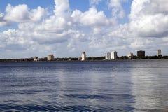 Взгляд берега реки в Джексонвилле, Флориды Стоковые Фотографии RF