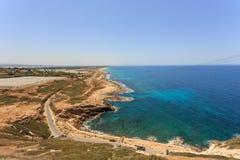 Взгляд береговой линии от высоты Rosh HaNikra, Израиля Стоковые Изображения