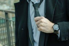 Взгляд бизнесмена вскользь ежедневный стоковые изображения rf