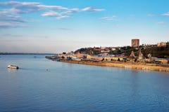 Взгляд более низкого обваловки Волги в Nizhny Novgorod Стоковые Изображения