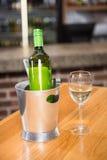 Взгляд бутылки белого вина Стоковые Фото