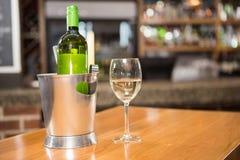 Взгляд бутылки белого вина Стоковое Фото