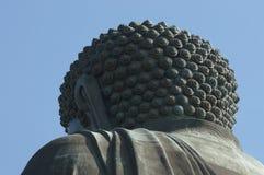 Взгляд Будды гиганта от задней стороны благословляет пощаду фарфора в острове Гонконга Стоковые Фото