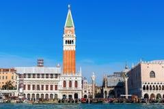 Взгляд венецианской колокольни от лагуны Стоковое Изображение