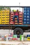 Взгляд вертикали работника доставляющего покупки на дом спать Стоковое Изображение RF