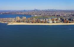 Взгляд вертолета на пляже и променаде острова кролика Стоковые Изображения