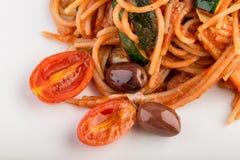 Взгляд верхнего угла плиты итальянских макаронных изделий спагетти Стоковое Фото