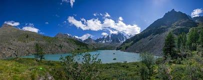 Взгляд верхних озера и гор Shavlin Стоковые Фотографии RF