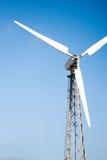 Взгляд ветротурбины на предпосылке голубого неба Стоковое фото RF