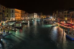 Взгляд вечера Венеции от моста Rialto Стоковые Фото