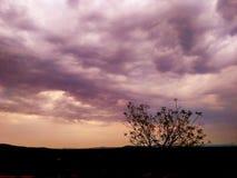 Взгляд вечера при облака приходя после лета Стоковая Фотография