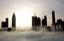 Взгляд вечера фонтана Дубай около мола Дубай в Дубай, ОАЭ Стоковые Фотографии RF