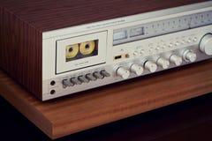 Взгляд винтажного приемника палубы кассеты стерео angled Стоковые Изображения