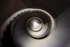Взгляд внешней стороны в винтовую лестницу Стоковая Фотография
