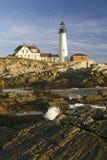 Взгляд восхода солнца маяка головы Портленда и океанской волны, накидки Элизабета, Мейна Стоковые Фото