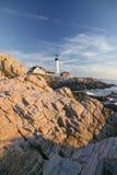 Взгляд восхода солнца маяка головы Портленда, накидки Элизабета, Мейна Стоковое фото RF