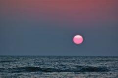 Взгляд восхода солнца от берега Чёрного моря Стоковое Фото