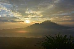 Взгляд восхода солнца от держателя Batur Стоковая Фотография