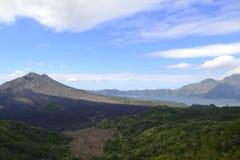 Взгляд вулкана от Бали Стоковая Фотография