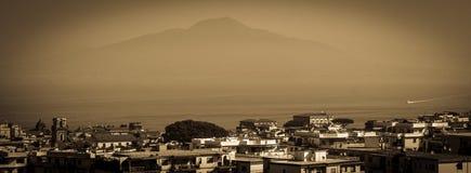 Взгляд вулкана от Сорренто Италии Стоковые Изображения