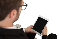 Взгляд высокого угла бизнесмена используя цифровую таблетку Стоковое Изображение