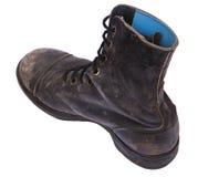 Изолированный используемый ботинок армии - пятка диагонали высокого угла Стоковое фото RF