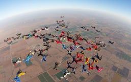 Взгляд высокого угла образования группы Skydiving большой Стоковое Фото