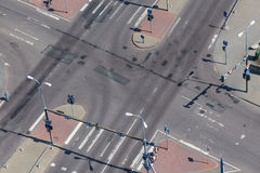 Взгляд высокого угла пересечения улицы Стоковое Фото