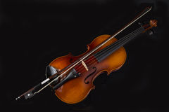 Взгляд высокого угла скрипки и смычка Стоковое фото RF