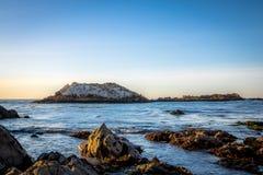 Взгляд вдоль известного привода 17 миль - Монтерей, Калифорнии, США Стоковые Изображения RF