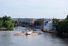 Взгляд вдоль реки Влтавы, Праги Стоковые Изображения RF