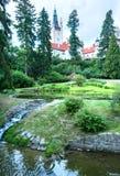 Рокируйте взгляд лета zamek Pruhonice или Pruhonicky (Прага, чехословакские) Стоковые Изображения RF