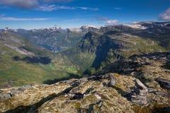 Взгляд в фьорд Geiranger от Dalsnibba Стоковое Фото