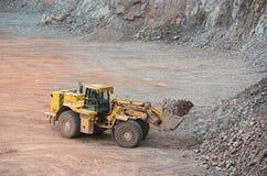 Взгляд в шахту порфиры утесы загрузки движенца земли Стоковая Фотография