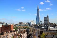 Взгляд горизонта Лондона с черепком на заднем плане стоковое фото rf