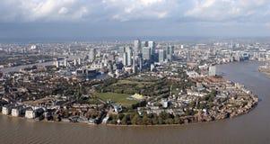 Взгляд горизонта районов доков Лондона сверху Стоковое Изображение RF