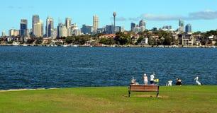 Взгляд горизонта Сиднея в дневном времени от Woolwich Стоковые Изображения RF