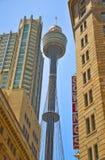 Взгляд горизонта Сиднея и башни Сиднея Стоковое Фото