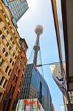 Взгляд горизонта Сиднея и башни Сиднея Стоковая Фотография RF