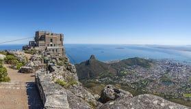 Взгляд города Кейптауна от горы таблицы стоковое изображение rf