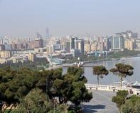 Взгляд города на взморье прикаспийский город побережья Баку, соперничает Стоковое Изображение