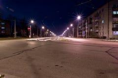 Взгляд города на ноче с следами трамвая Стоковое Фото