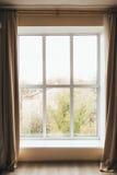 Взгляд города от окна стоковые изображения rf
