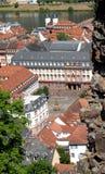 Взгляд города от южного входа старого замка Гейдельберга в Германии Стоковые Изображения