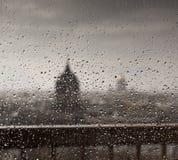 Взгляд города Санкт-Петербурга через окно Стоковые Изображения