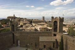 Взгляд города Montalcino от своего замка Стоковые Изображения