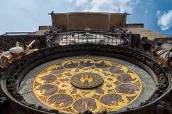 взгляд городка республики cesky чехословакского krumlov средневековый старый астрономические часы prague Orloj Стоковая Фотография