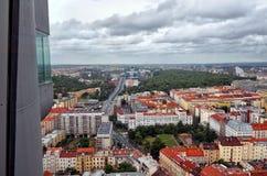 взгляд городка республики cesky чехословакского krumlov средневековый старый Взгляд от башни телевидения Zizkov в Праге 17-ое июн Стоковое фото RF
